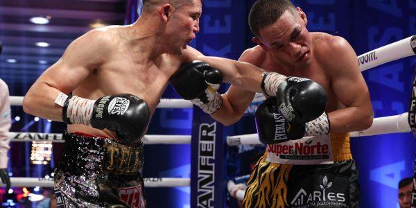 El Gallo Estrada se llevó la pelea del año!
